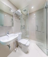 clean Singapore South Bridge Studio King luxury apartment and vacation rental