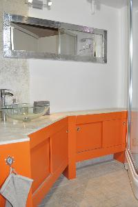 vibrant bathroom of Paris - Saint Paul 3 SP3 luxury apartment