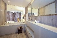 clean Dubai - Luxury 1 Bedroom Apartment D1 Residences holiday home
