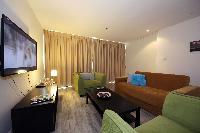 Dubai - Luxury Spacious 1 Bedroom Apartment D1 Residences