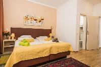 pristine pillows and bed sheets in Vienna - Apartment 6 luxury holiday home and vacation rental