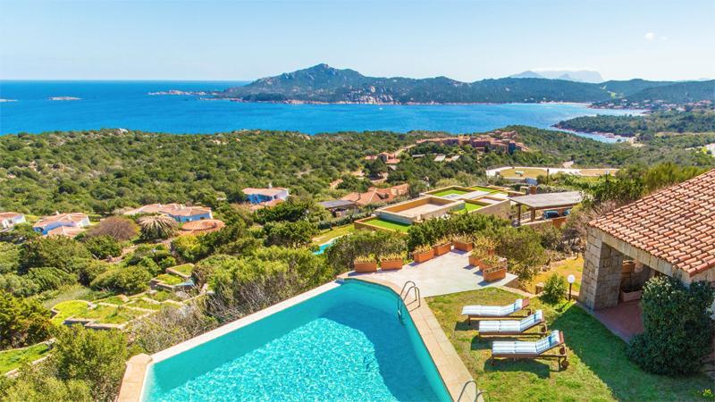 lush and lovely surroundings of Sardinia - Villa Sunshine luxury apartment
