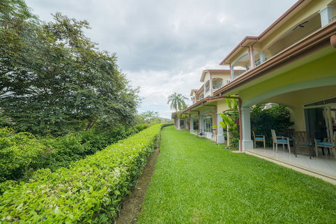 beautiful garden of Costa Rica Colina 4F luxury apartment