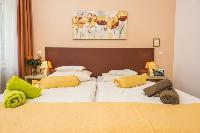 pristine pillows and bed sheets in Vienna - Apartment 7 luxury vacation rental and holiday home