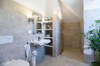 fresh and clean bathroom in Vienna - Golf Apartment luxury vacation rental and holiday home