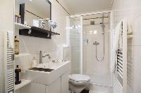 clean and fresh bathroom in Vienna - Studio Schoenbrunn luxury apartment