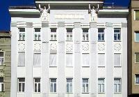amazing neighborhood of Vienna - 2 Bedroom Patio Apartment luxury holiday home and vacation rental