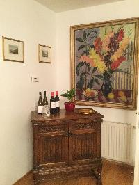 cool wall art in Vienna - 2 Bedroom Vista Apartment luxury holiday home and vacation rental