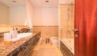 spic-and-span bathroom in Dubai - 3 Bedroom With Sea Vie luxury apartment