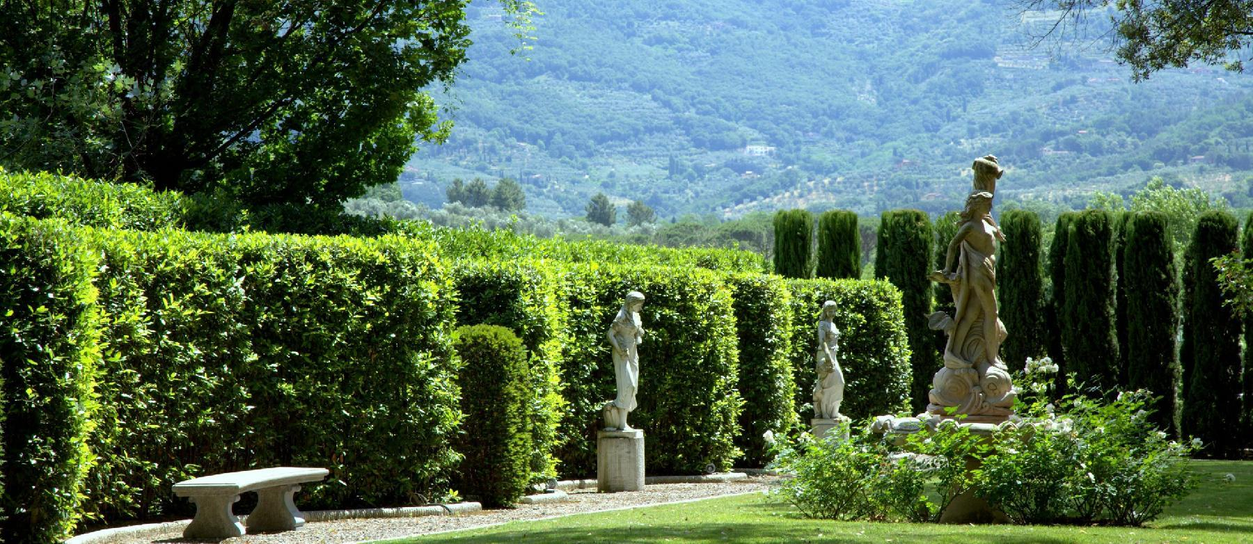 beautiful garden of Tuscany - The Tuscan Mansion luxury apartment