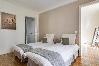 nice twin beds in République - Voltaire luxury apartment