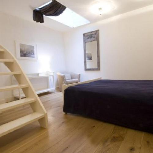 clean and fresh bedroom linens in Amsterdam - Apartment Ellen luxury apartment