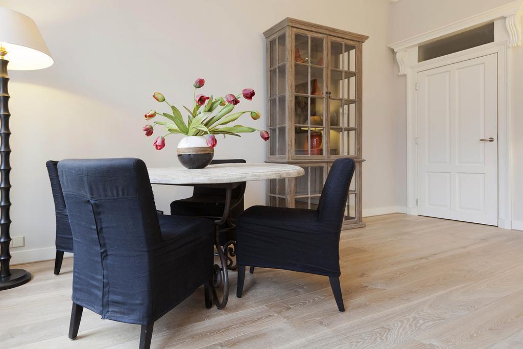 delightful dining area in Amsterdam - Apartment Lex B luxury apartment