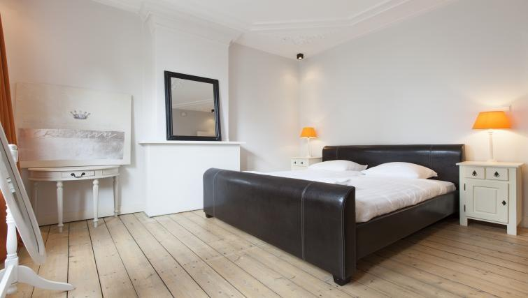clean and fresh bedroom linens in Amsterdam - Wieger Apartment luxury home and vacation rental