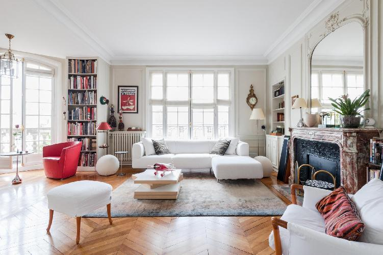 a bright and striking 3-bedroom Paris luxury apartment with daring interior and unusual accessories