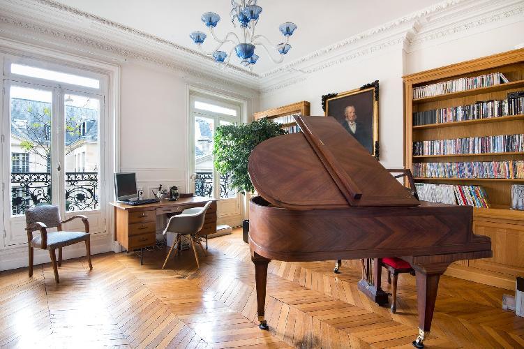 splendid grand piano in Paris - Rue des Saints-Pères II luxury apartment