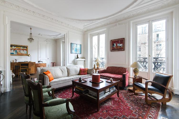 classic and contemporary 2-bedroom Paris luxury apartment