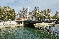 Seine river and boat trips close to Paris luxury apartment