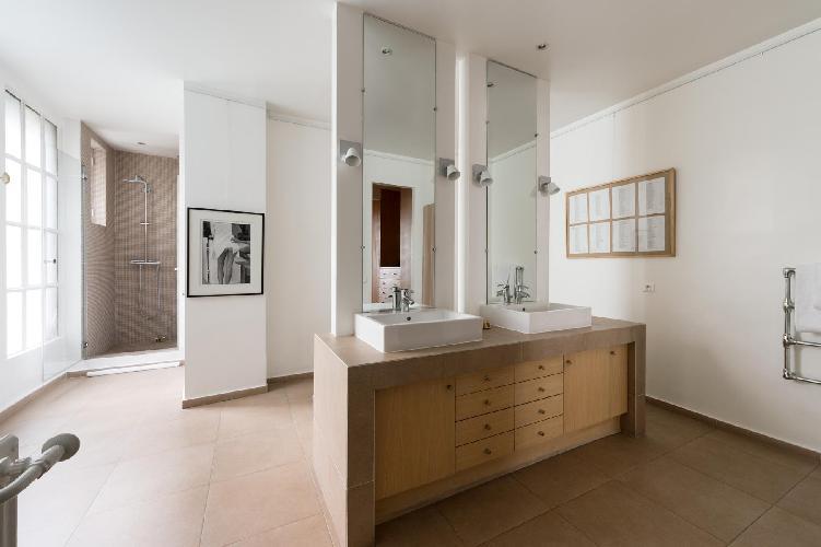 super-stylish ensuite bathroom in Paris luxury apartment