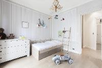 crisp and clean bedroom linens in Paris - Rue Scheffer luxury apartment