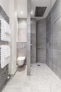 awesome shower area in Paris - Rue Scheffer luxury apartment