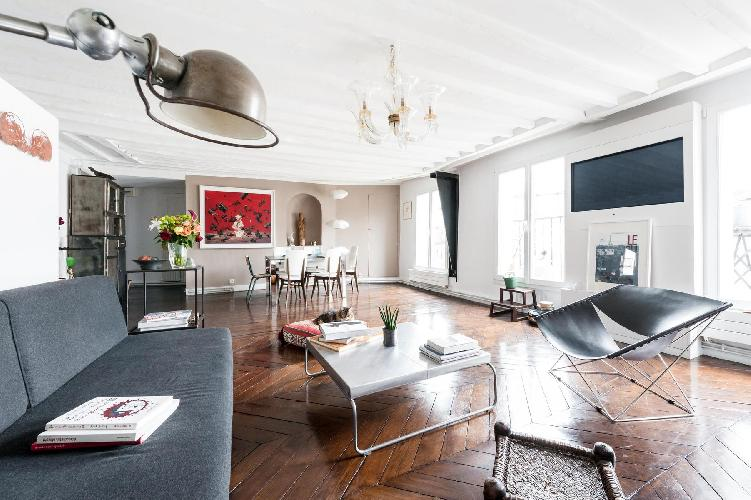 monochrome Parisian Apartment for 6 close to the Louvre Museum