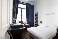 crisp and clean bedroom linens in Paris - Rue Scheffer II luxury apartment