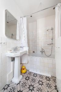 clean and fresh bathroom in Paris - Rue Jean-Pierre Timbaud luxury apartment