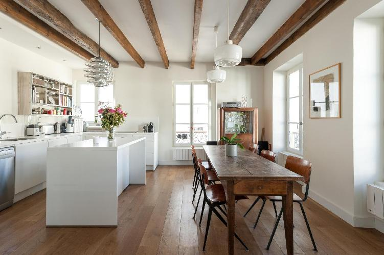 awesome ceiling beams of Paris - Rue Jean-Pierre Timbaud luxury apartment