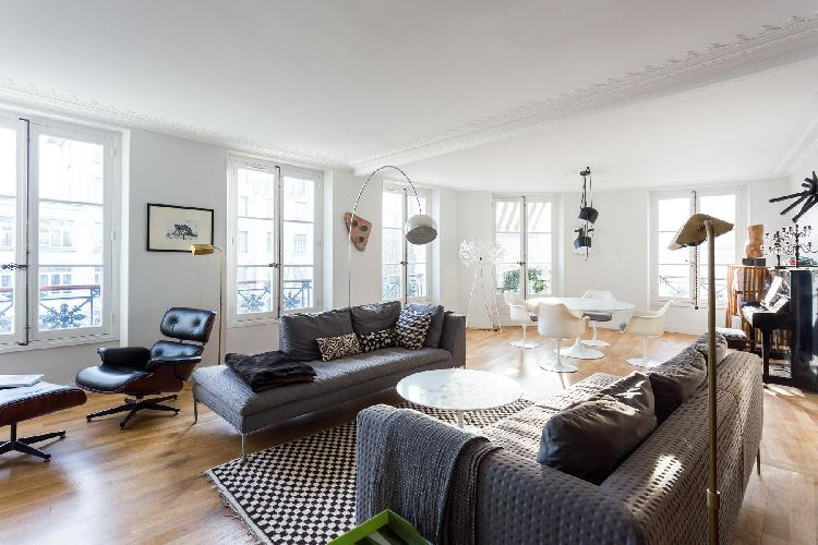 an elegant 3-bedroom Paris luxury apartment full of deco pieces and musical instruments