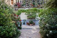 lush and lovely garden of Paris - Rue Michel-Ange II luxury apartment