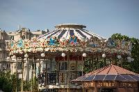 amusement park nearby a Paris luxury apartment