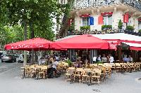 Le Champ Mars nearby restaurant and public green space close to a Paris luxury apartment