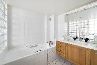neat and nice bathroom with tub in Paris - Rue de Thorigny Loft luxury apartment