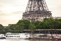 the cool River Seine and the great Eiffel Tower near Paris - Square Alboni luxury apartment