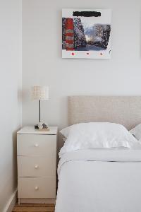 neat and fresh bedding in Paris - Square Alboni luxury apartment