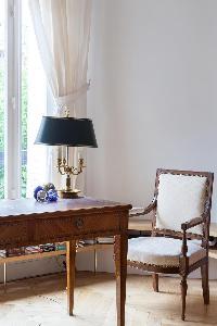 elegant desk in Paris - Square Alboni luxury apartment