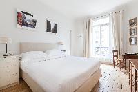 cool access to the balcony of Paris - Square Alboni luxury apartment