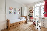 crisp and clean bedroom linens in Paris - Square Alboni luxury apartment