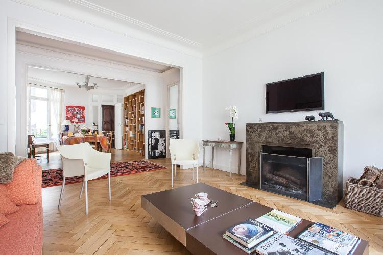 awesome open-plan living room of Paris - Square Alboni luxury apartment