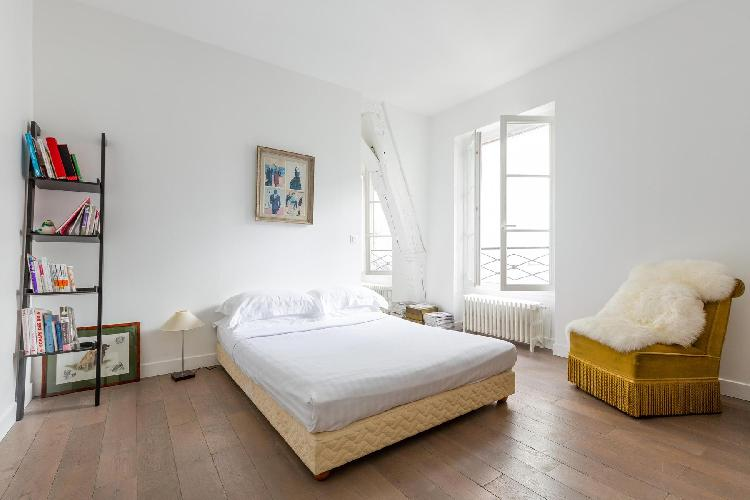breezy and bright Paris - Rue Saint-Denis luxury apartment