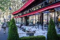 nearby restaurant in Champs-Elysées neighborhood in Paris
