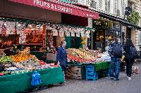 nearby fresh produce market iChamps-Elysées neighborhood in Paris