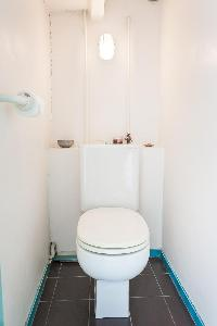 neat and fresh toilet and bath in Paris - Rue Jules César Loft luxury apartment