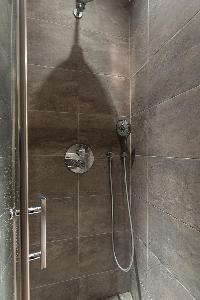 refreshing shower in Paris - Rue du Bac VI luxury apartment