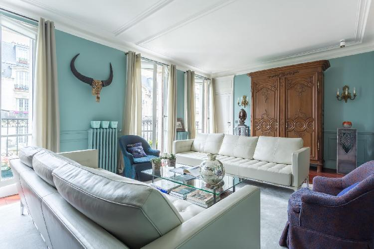 a 2-bedroom Paris luxury apartment close to the Eiffel Tower