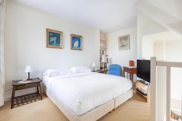 lovely bedroom in Paris - Rue Jean Daudin luxury apartment
