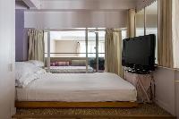 clean and fresh bed linens in Paris - Rue du Faubourg Poissonnière IV luxury apartment