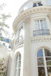 fabulous exterior of Paris - Rue du Faubourg Poissonnière IV luxury apartment