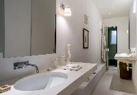 relaxing bathroom of Paris - Rue du Faubourg Poissonnière IV luxury apartment